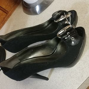 Sz.6 like new Guess peep toe Stilleto heels